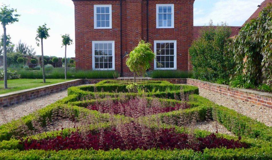 Farmhouse Hampshire - Garden Path Around Box Hedges