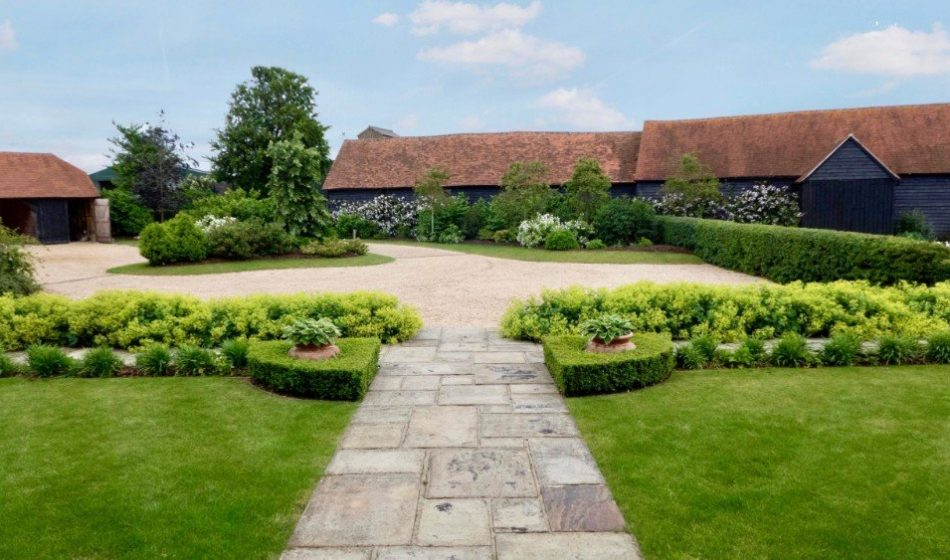 Farmhouse Hampshire - Driveway and Front Lawns