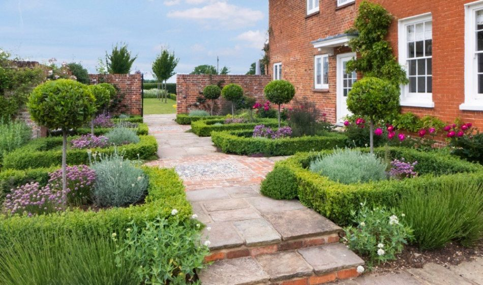 Farmhouse Hampshire - Garden Borders and Formal Planting