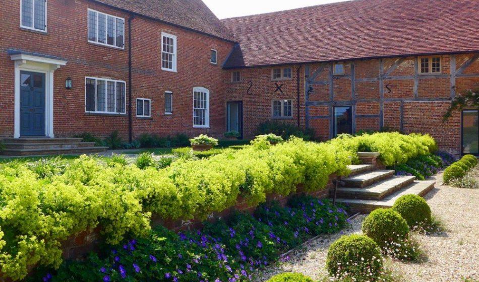 Farmhouse Hampshire - Garden Borders and Hedges