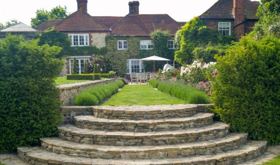Farmhouse West Sussex - Stone Steps & Lawn