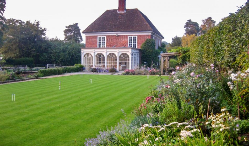 Mill House Surrey - Croquet Lawn