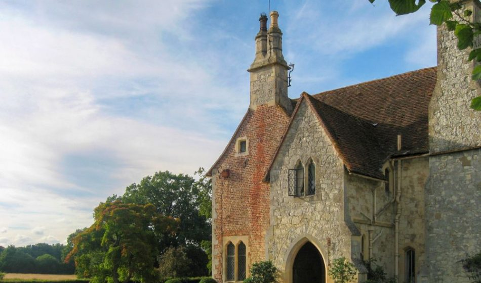 Old Rectory Berkshire - Front of House & Driveway