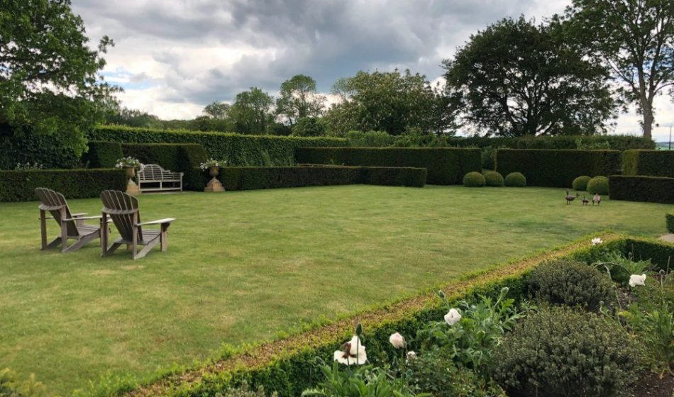 Victorian House, Hampshire - Formal Lawns