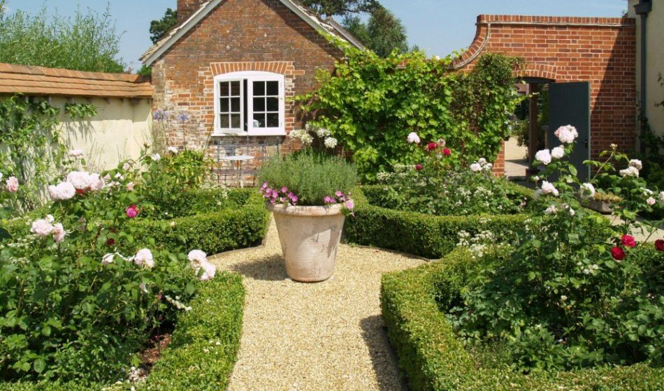 Victorian House, Hampshire - Pathway and Planters