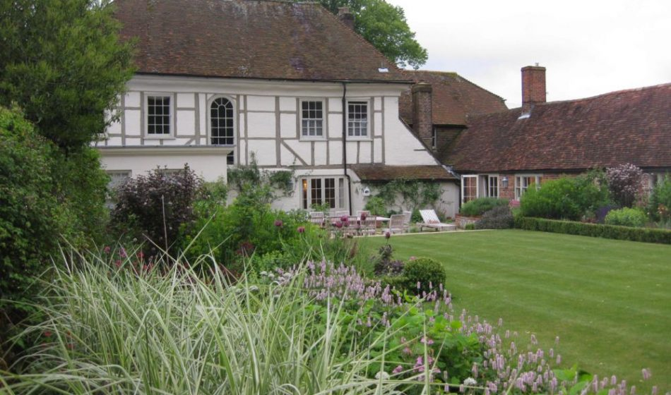 Village House Hampshire - Formal Lawn & Borders