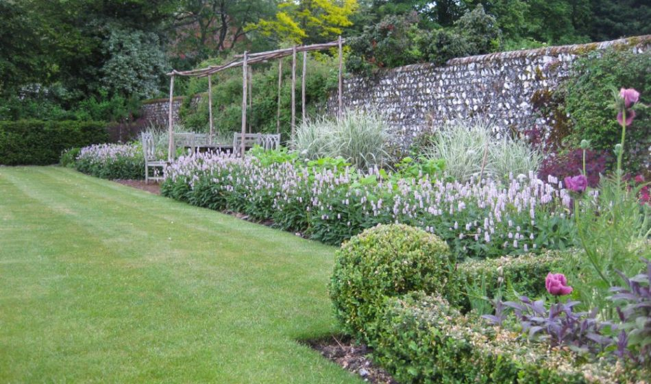 Village House Hampshire - Garden Borders with Flint Wall