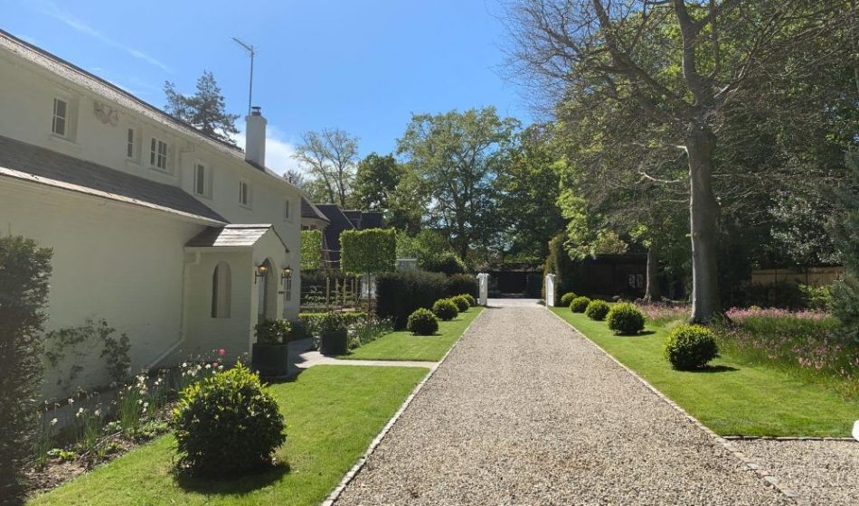Country House, East Berkshire - Gravel Driveway and Entrance