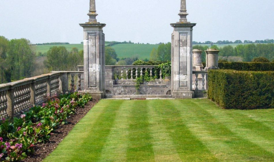 Marsh Court Hampshire - Formal Lawns and Stone Wall Feature